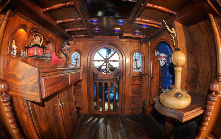 Pirates Of The Caravan – Blue Oval Trucks